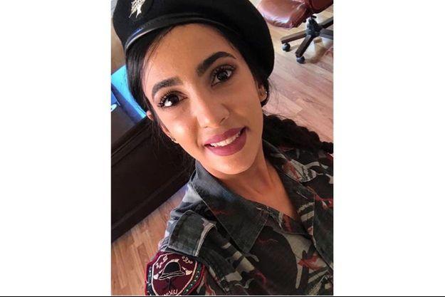 Sahar Fares dans son uniforme.