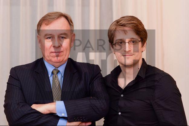 Au côté d'Edward Snowden, Robert Tibbo, l'avocat canadien qui l'a fait disparaître, aujourd'hui réfugié en France.