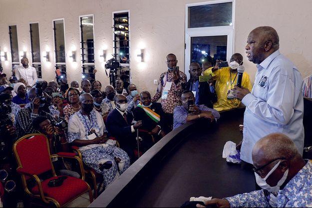 À peine débarqué, Laurent Gbagbo s'adresse aux militants socialistes réunis dans son ancien QG de la campagne de 2010.