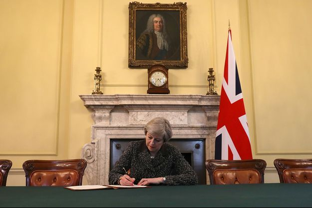 Theresa May a signé la lettre déclenchant le Brexit.