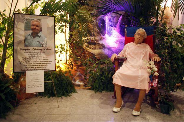 Le cadavre de Georgina Chervony Lloren a été installé ainsi à sa demande.