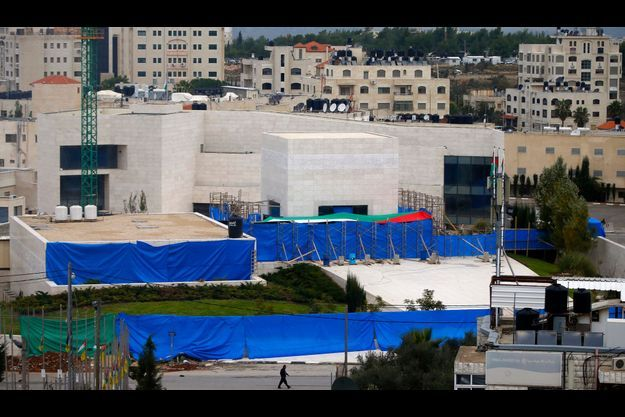 Des bâches bleues cachaient l'exhumation du corps de Yasser Arafat, à Ramallah.