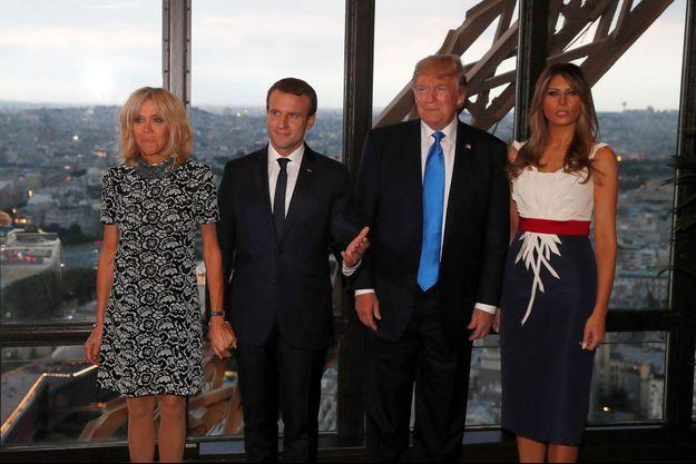 Brigitte et Emmanuel Macron, Melania et Donald Trump au restaurant Jules Verne à Paris.