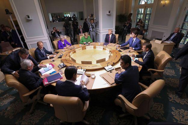 Les dirigeants du G7 le 8 juin 2018 à La Malbaie, au Québec : Angela Merkel, Donald Trump, Justin Trudeau, Emmanuel Macron, Shinzo Abe, Giuseppe Conte, Jean-Claude Juncker, Donald Tusk et Theresa May.