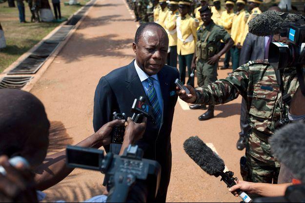 Conférence de presse de Jean-Marie Michel Mokoko, Bangui, (RCA) le 19 décembre 2013. Il est aujourd'hui candidat pour les élections en République du Congo dont le premier tour se tiendra le 20 mars