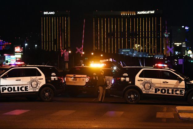Las Vegas sous le choc après la fusillade qui a fait au moins 50 morts.