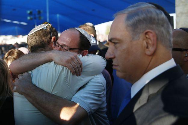 Le 1er juillet, Benjamin Netanyahou assistait aux funérailles de Gil-Ad Shaer, Naftali Fraenkel et Eyal Yifrah au cimetière de Modi'in.