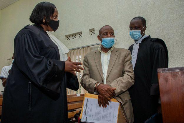 Paul Rusesabagin (au centre), le 14 septembre à Kigali.