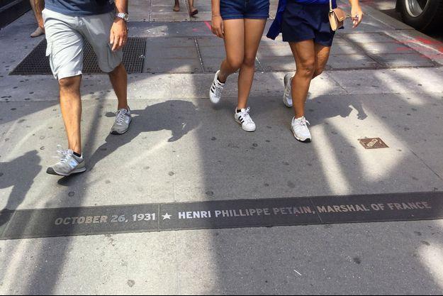 Une plaque commémorative pour Pétain à New York.