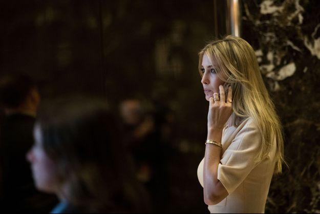 Ivanka Trump à New York, portant le bracelet dont elle a été accusée de faire indûment la promotion.