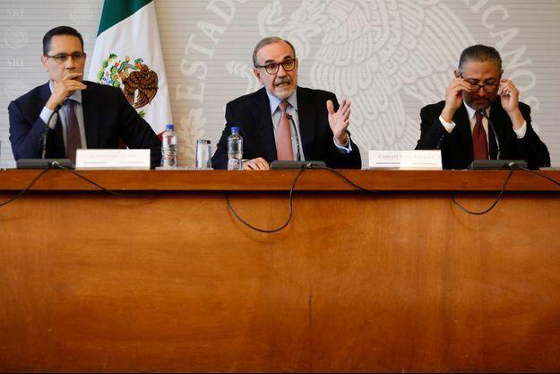 Alejandro Alday, Carlos Manuel Sada Solana et Jacob Prado lors d'une conférence de presse pour évoquer le cas de Ruben Cardenas Ramirez, le 6 novembre 2017.