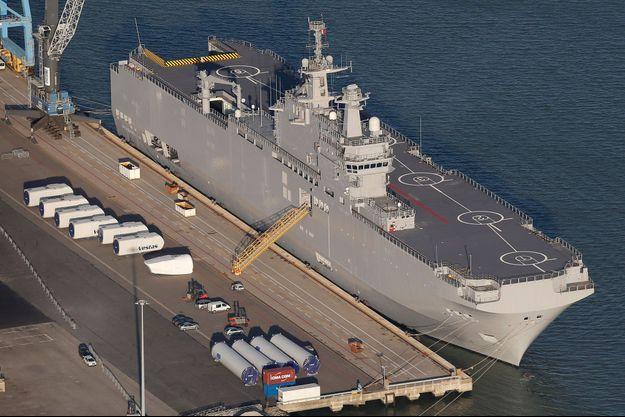 """Le """"Vladivostok"""" dans le port de Saint-Nazaire."""