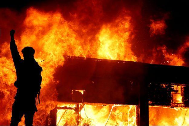 Photo prise lors des émeutes à Minneapolis.