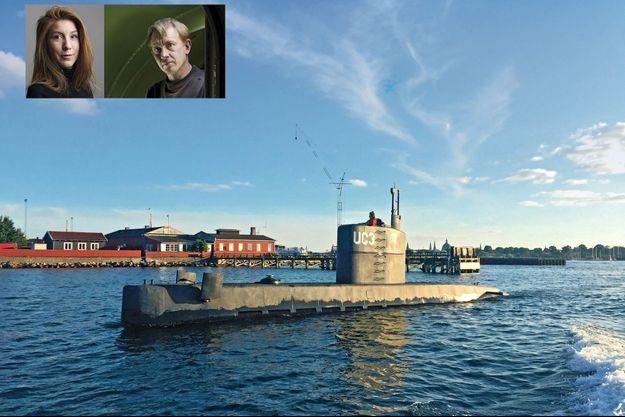 """Installée sur le kiosque du """"Nautilus"""", Kim Wall, le 10 août. Derrière elle, Peter Madsen. Le submersible de 18 mètres longe la presqu'île de Refshaleoen. En médaillon : Kim Wall et Peter Madsen."""
