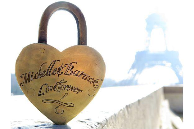 Un couple parisien pense détenir le cadenas d'amour de Michelle et Barack Obama, accroché au pont des Arts.