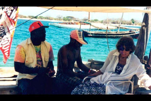 Photographiée par un ami, Marie Dedieu à bord d'un petit bateau de pêche.