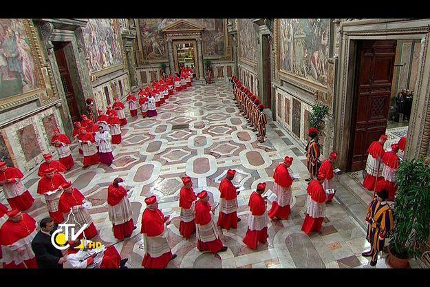 L'entrée des cardinaux dans la Chapelle Sixtine.