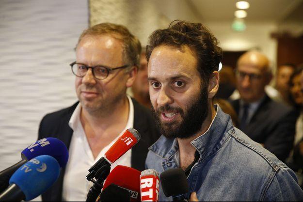 Mathias Depardon accompagné de Christophe Deloire vendredi soir à Roissy.