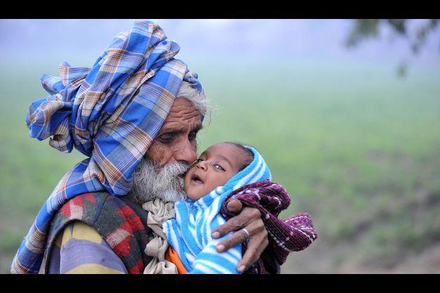 Ramjit Raghav et son premier fils en 2010.