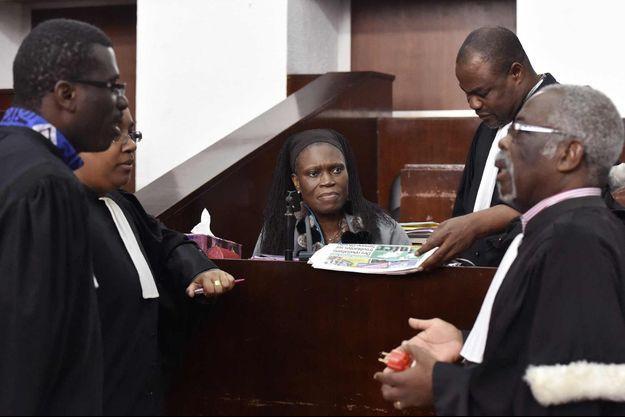 Simone Gbagbo à son procès le 30 juil 2016 à Abidjan.