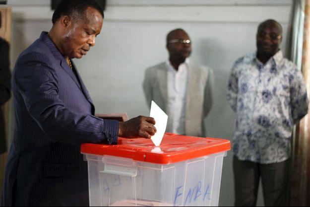 Le président congolais, Denis Sassou-Guesso, a maintenu son référendum controversé.