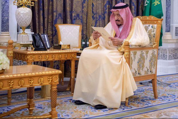 Salmane ben Abdelaziz Al Saoud, le roi d'Arabie saoudite, au palais d'Al-Yamamah, le 8 mars.