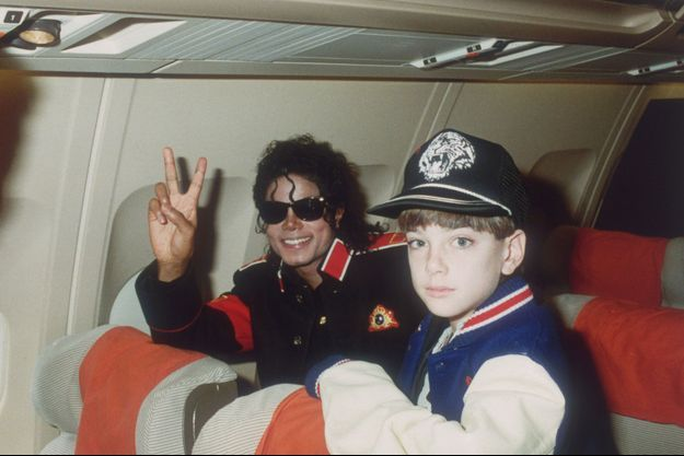 Michael Jackson et James Safechuck en 1988.