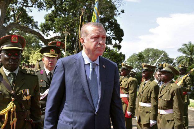 Recip Erdogan, ici en Ouganda lors de sa tournée en Afrique australe en juin 2016. Le Premier ministre turc multiplie les déplacements en Afrique.