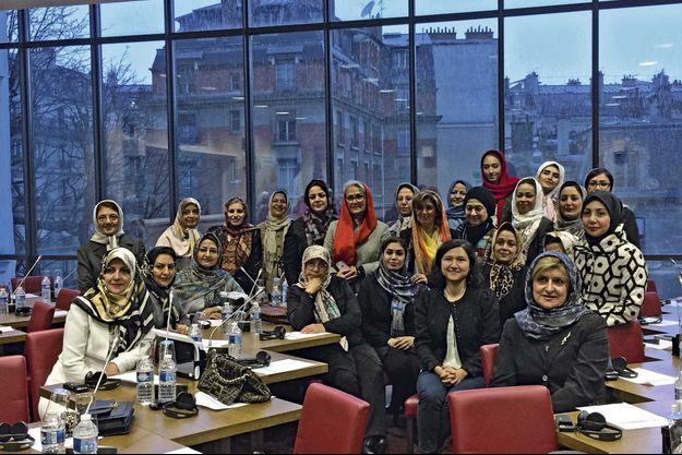 A l'Assemblée nationale, à Paris, le 1er février dernier. Au centre, la députée Delphine O, qui a organisé la rencontre avec les élues françaises.