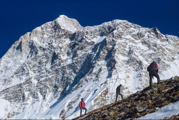 Ici le mont Makalu dans l'Himalaya (Image d'illustration)
