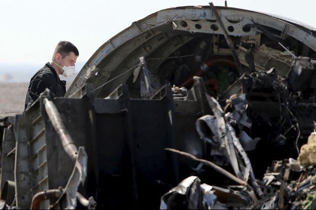 Des experts internationaux se trouvent sur les lieux du crash depuis samedi.