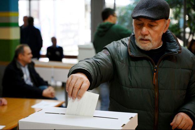 Un électeur croate à Zagreb, le 5 janvier 2020.