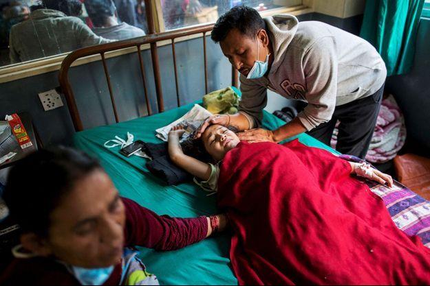 Rojina Chetri, 8 ans, une des trois enfants miraculés au Népal.