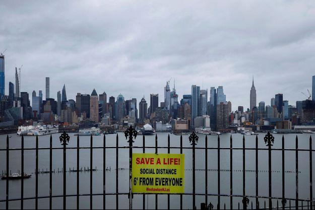 Vue de New York à l'heure du confinement depuis Weehawken, dans le New Jersey.