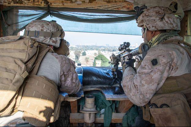 Des Marines américains vendredi, dans le complexe de l'ambassade des Etats-Unis à Bagdad, en Irak.