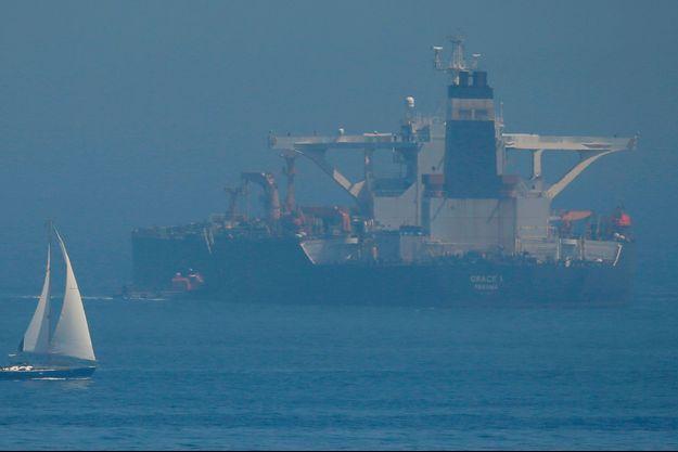 """Le pétrolier iranien """"Grace 1"""" dans le détroit de Gibraltar, mercredi."""