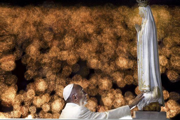 L'une des balles de 9 millimètres de l'attentat contre Jean-Paul II est enchâssée dans la couronne de la Vierge de Fatima.