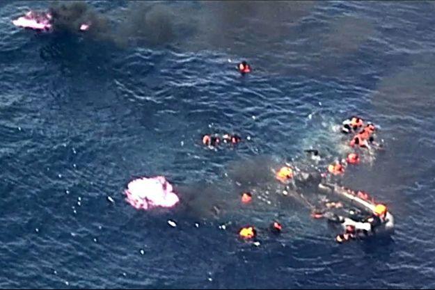 Image tirée d'une vidéo filmée dimanche par les forces aériennes portugaises au large de la côte espagnole.