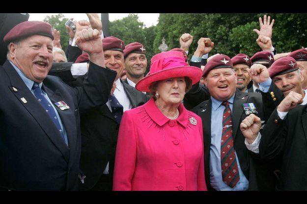 Thatcher et des vétérans de la guerre des Malouines, en 2007.