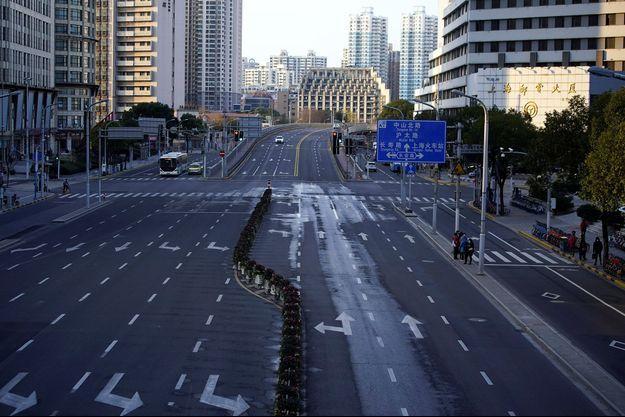 Vue d'une rue déserte à Shanghai, le 4 février 2020.