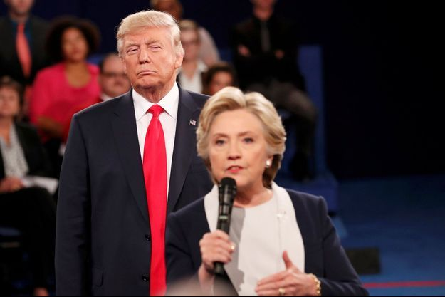 Donald Trump et Hillary Clinton lors du deuxième débat présidentiel à Saint-Louis, le 9 octobre 2016.