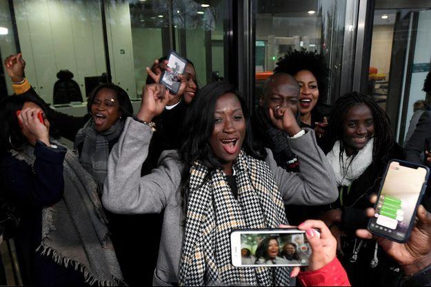 Les filles de Laurent Gbagbo Marie Patrice et Marie Laurence jubilent après l'annonce de la Cour pénal internationale.