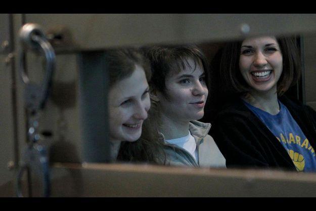 Les trois Pussy Riots sur le banc des accusés, le 1er octobre.