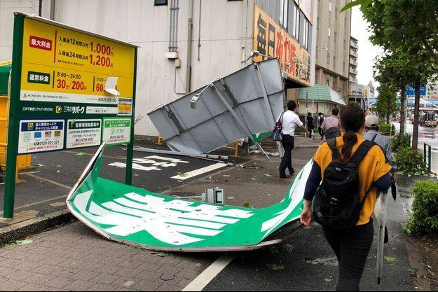 Le typhon passé hier sur le Japon a fait de nombreux dégâts.