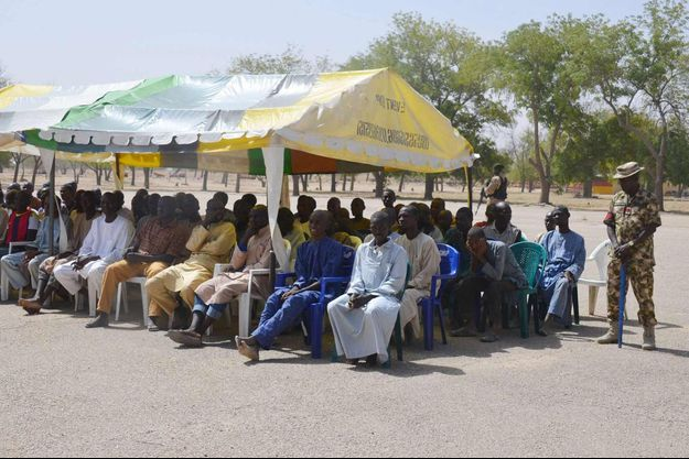 Les personnes libérées le 12 février 2016, blanchi des soupçons de liens avec Boko Haram qui leur ont valu d'être écrouées à la caserne Giwa à Maiduguri, au Nigeria.