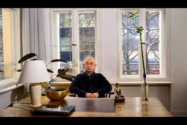 Liao Yiwu, photographié chez lui à Berlin.
