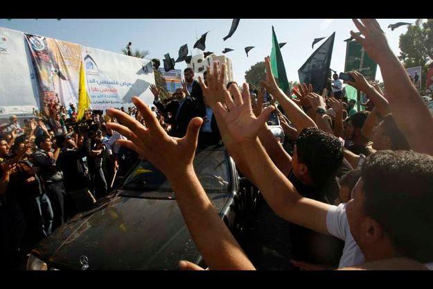 Les prisonniers palestiniens ont été accueillis en héros par une foule en liesse.