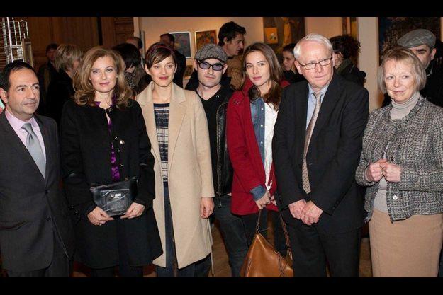 Jean-Luc Romero, président du Comité de soutien, Valérie Trierweiler, Marion Cotillard et Mélissa Theuriau avaient assisté au vernissage de l'exposition des toiles de Florence Cassez, à la mairie du XIIIe arrondissement de Paris.