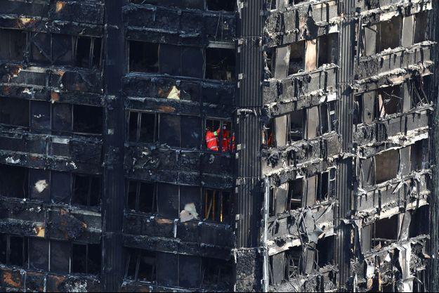 L'incendie de la tour Grenfell à Londres a fait au moins 79 morts.