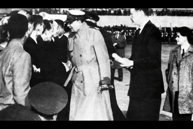 La meilleure épée des Etats-Unis, avec Patton, avait un sens aigu de l'image : lunettes fumées et pipe en épi de maïs. Son père avait déjà été relevé de son commandement pour insubordination